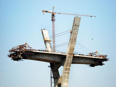 suspended platform used in Bridge construction 60 degree